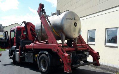Demontage und Abtransport von Edelstahltanks