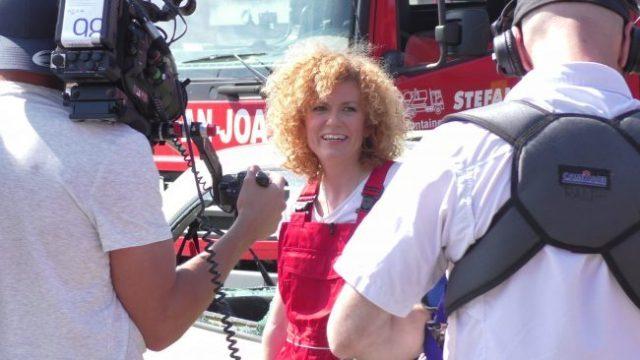 No Angel Star Lucy Diakovska zu Besuch beim Containerdienst Joa