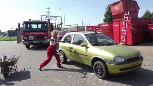 Lucy Diakosvka No Angel zu Gast bei Containerdienst Stefan - 12