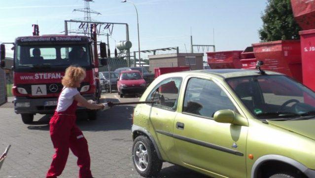 Lucy Diakosvka No Angel zu Gast bei Containerdienst Stefan - 13